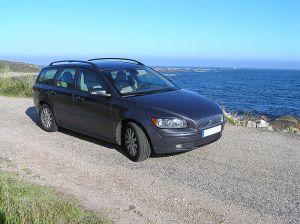 800px-Volvo_V50_sea